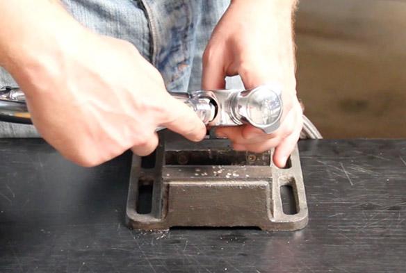 etape 5 remplacer le bec de son mélangeur