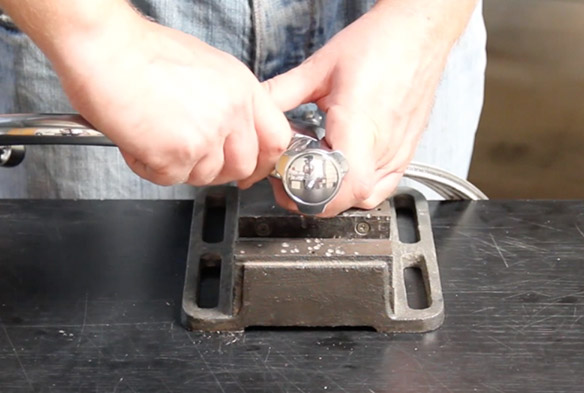 etape 6 remplacer le bec de son mélangeur